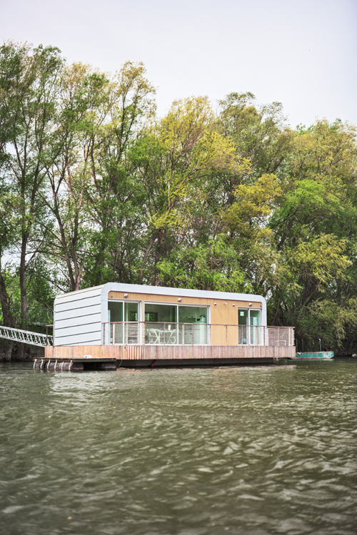 Floating house - PCH 44